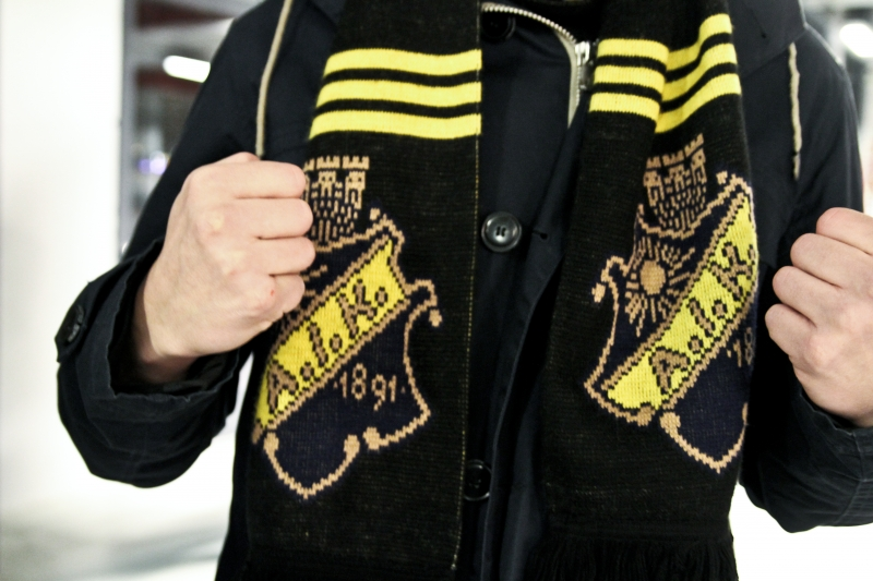 supporter with scarf
